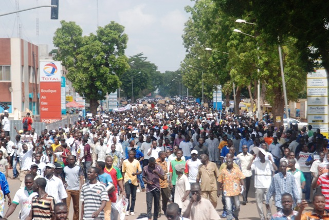 Marche contre le sénat : Des milliers de manifestants dans les rues de Ouagadougou