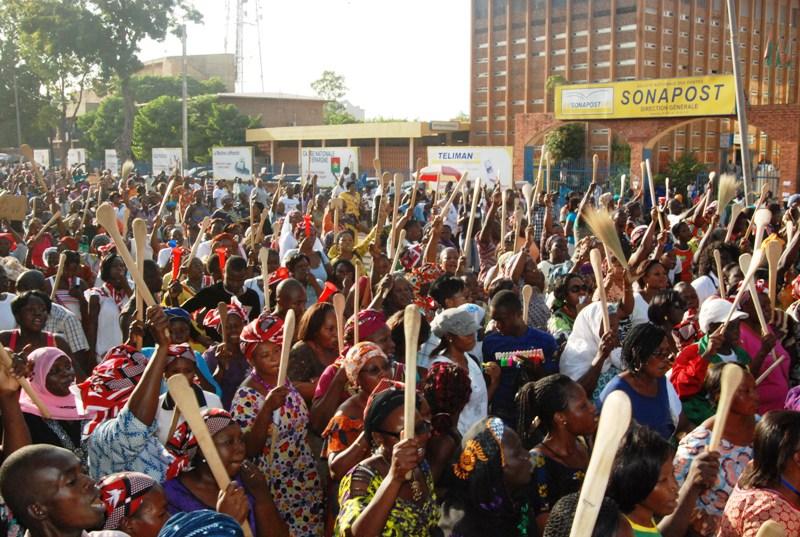 Des spatules brandies à Ouaga contre la révision de la Constitution