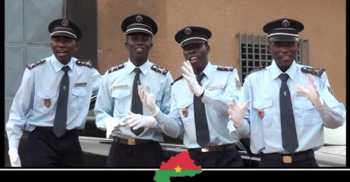 « Les Amis de la Police » chantent la paix