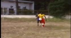 Vidéo inédite – Thomas Sankara jouant au foot derrière la Présidence du Faso